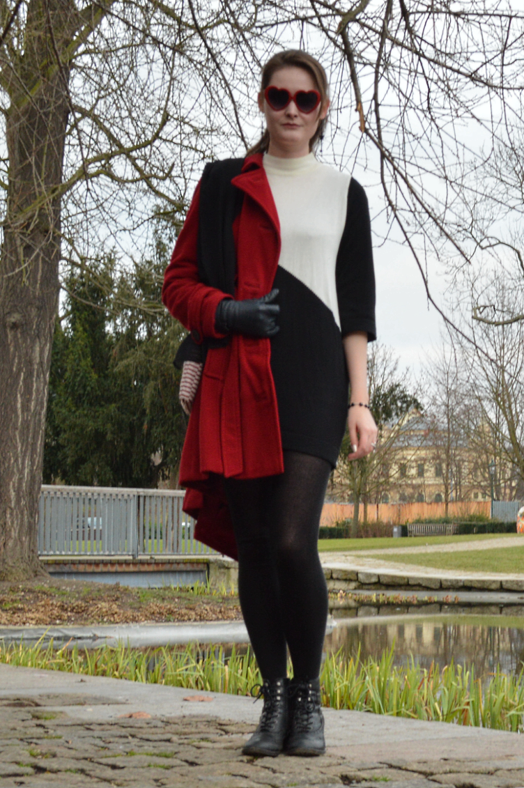 outfit, ootd, black white, red, tchibo, handmade, h&m, tights, minidress, mod, heart shaped glasses