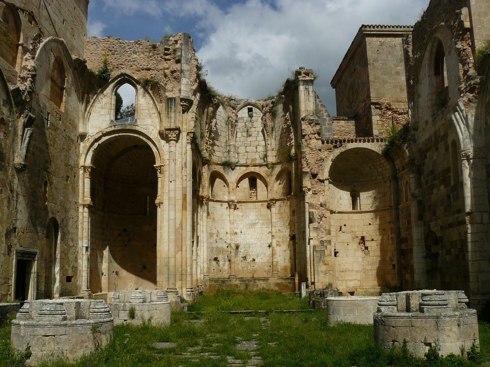 Claustro románico Palamos posiblemente el claustro románico de San Pedro de Arlanza (Burgos) siglo