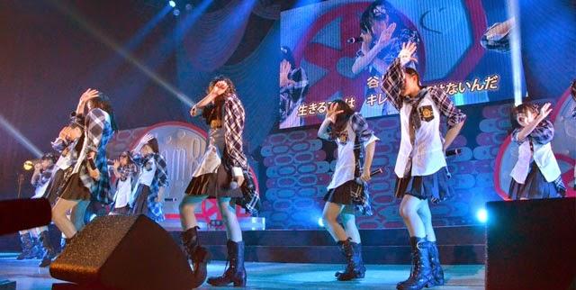 Debut-Anggota-Baru-Tim-8-Lagu-Yogorete-Iru-Shinjitsu-Saat-Konser-Anniversary-Pertama-Tim-8