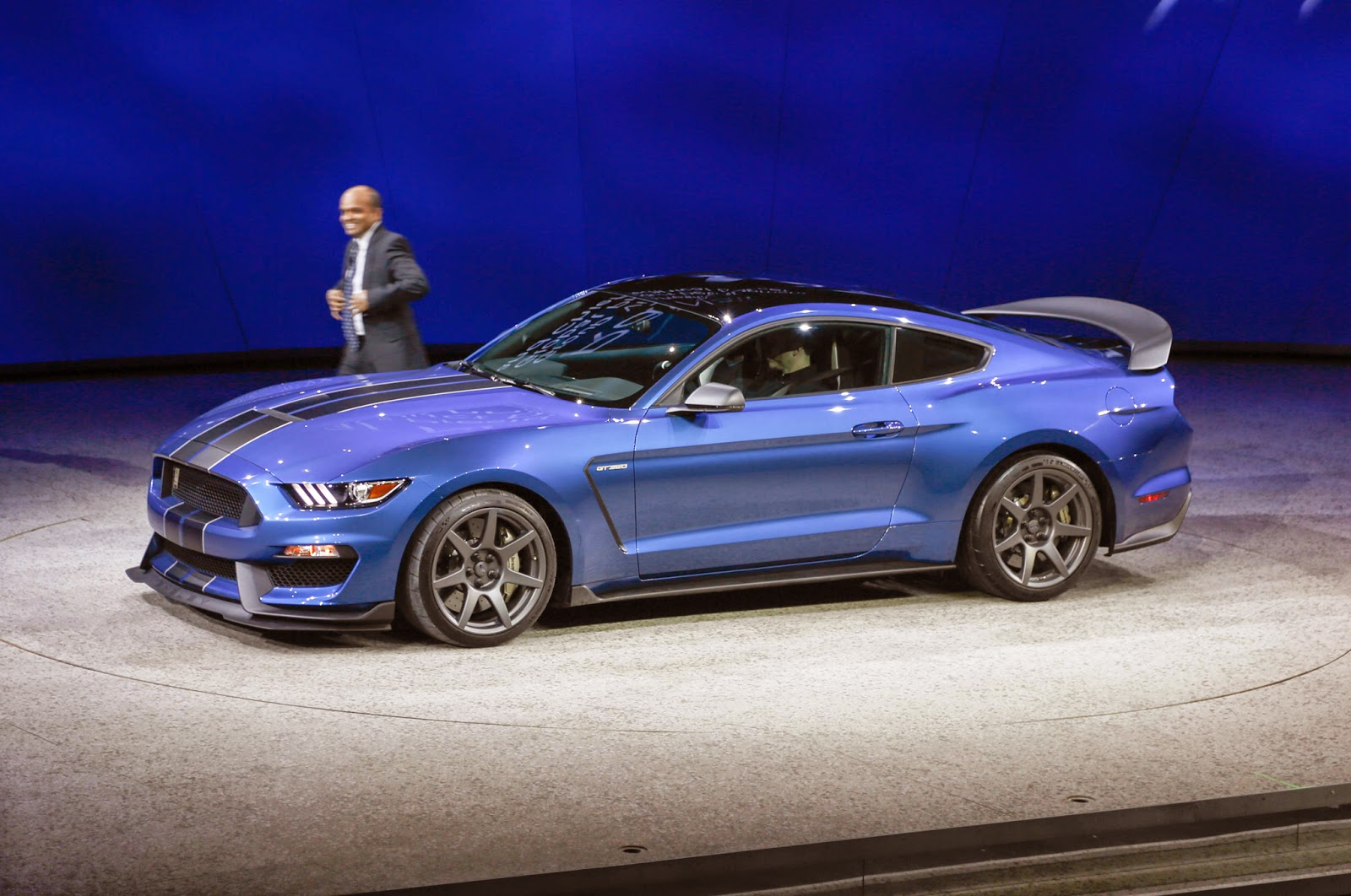 Mobil Ford Shelby GT350R Mustang Dibuat Unlimitid