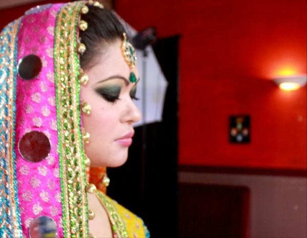 Mehndi Makeup Karachi : Sneak peak: glowy mehndi makeup by anam bridal dresses