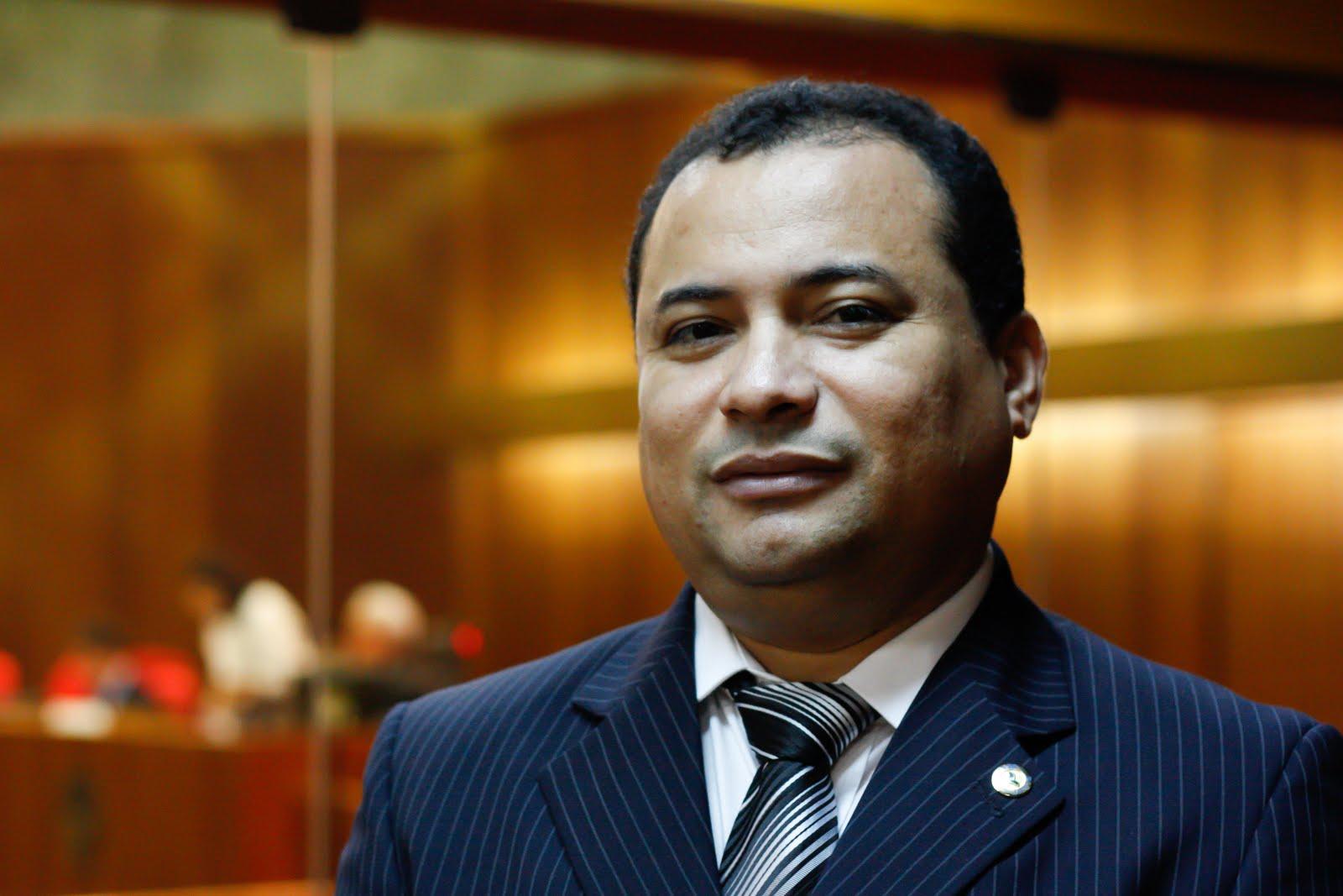 Resultado de imagem para deputado estadual Evaldo Gomes