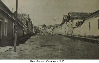 RUA MARTINHO CAMPOS EM 1915 AO FUNDO IGREJA DA GLORIA