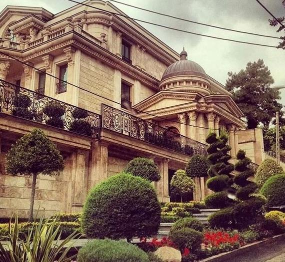 Anak Orang Kaya Iran Pamer Kemewahan