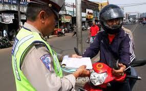 Benarkah Polisi Lalu Lintas Berwenang Untuk Menilang STNK Telat Pajak?