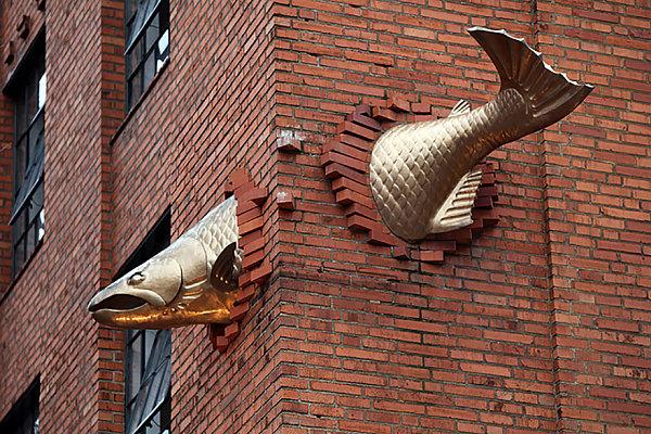 Escultura Salmon, Portland, Oregon, EE.UU.