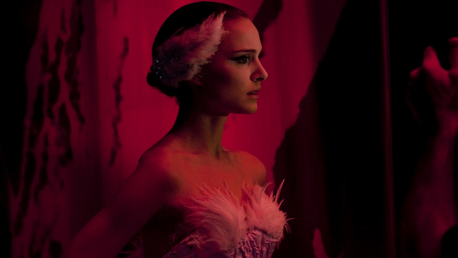 http://2.bp.blogspot.com/-c6Mzf7s4bzc/T996dIRDlFI/AAAAAAAABlw/FV-cUPsmIg8/s1600/Black-Swan-Wallpaper-Photo-Natalie-Portman-as-Nina-Sayers-7.jpg