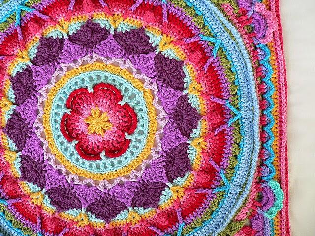 Mandala alfombra multicolor al crochet