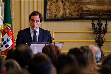 Paulo Portas reafirma empenho de Portugal no reforço das relações bilaterais com Angola