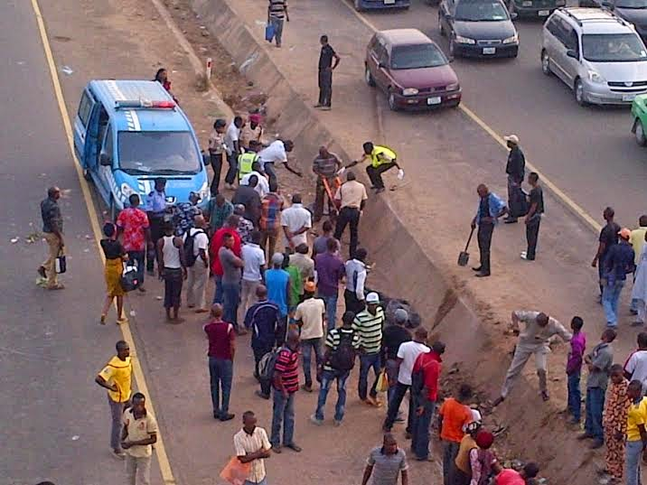 Exclusive photos from the fatal accident in Abuja this morning  0002