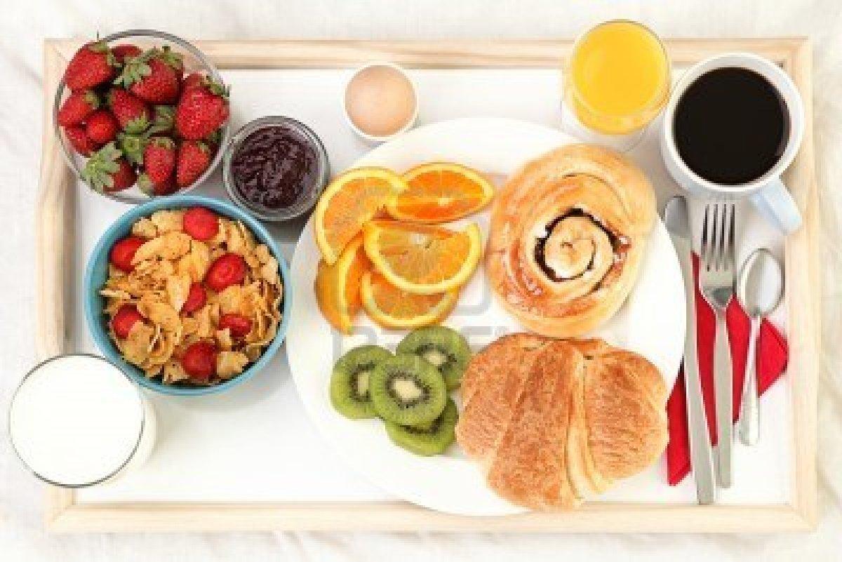 Siempre cerca te prometo uno de estos - Bandeja desayuno cama ...