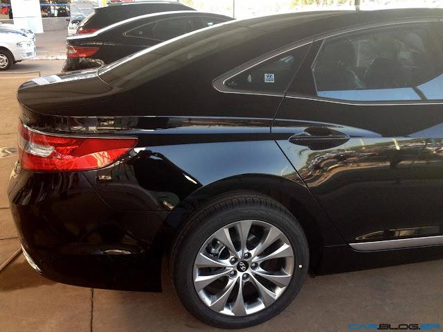 Hyundai Azera 2013 - perfil traseiro