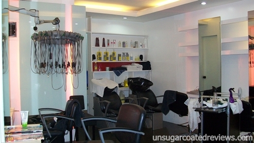 closing time at Fredy Salon in Timog, Quezon City
