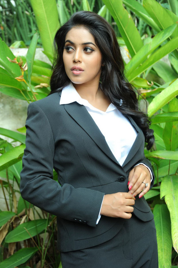 Poorna latest photo gallery