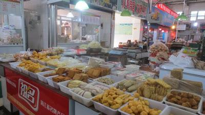 Tofusorten auf einem chinesischen Markt, Tofu in China