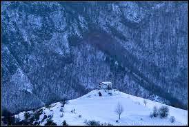 60 души са блокирани в Кръстова гора заради снега