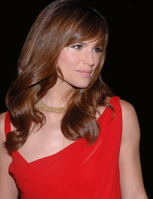 Jennifer Garner Wallpaper in Red