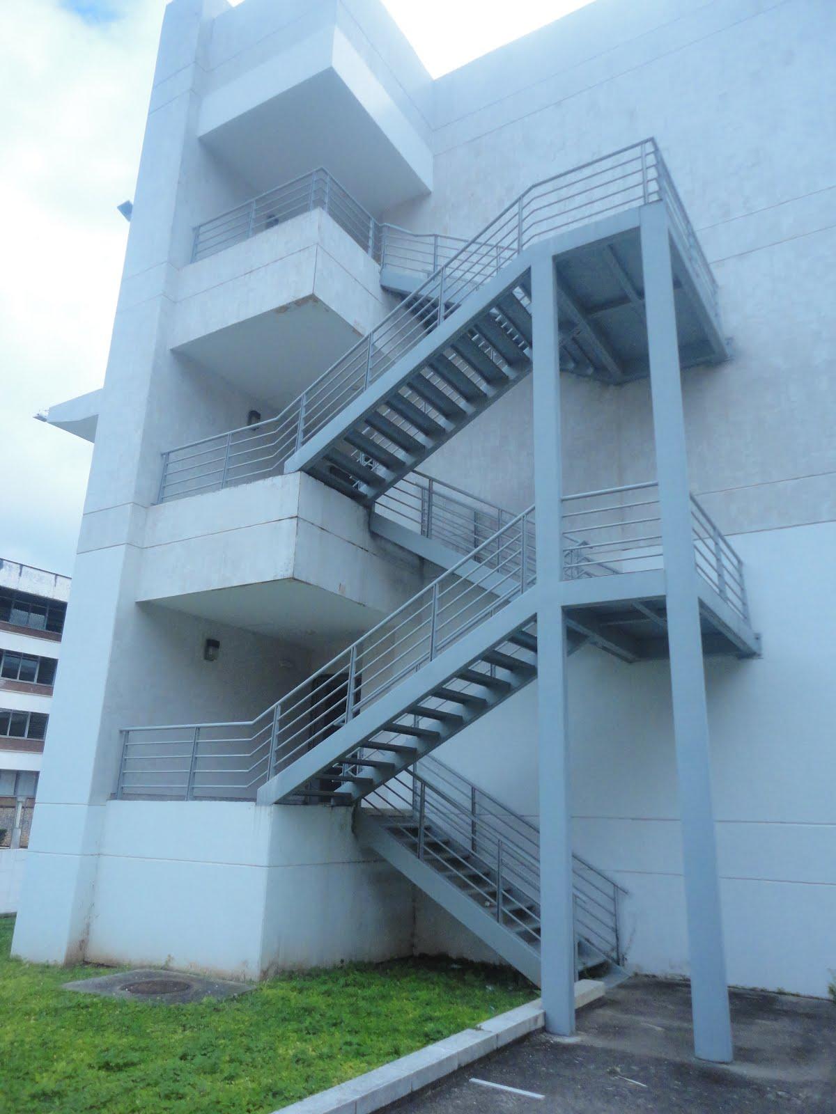 Torre de alejandria arte in situ for Escaleras de emergencia