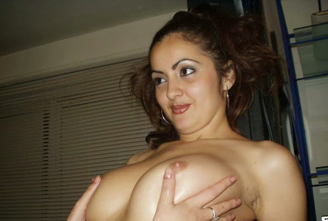Hot Desi Wife Srushti Exposing Her Naked Body To Her Husband indianudesi.com