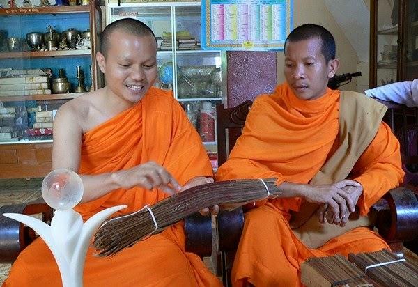 Giấy lá Buông - loại giấy quý của người Khmer