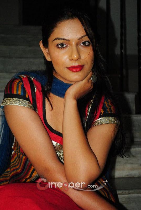 Anjali tamil actress hot scene - YouTube