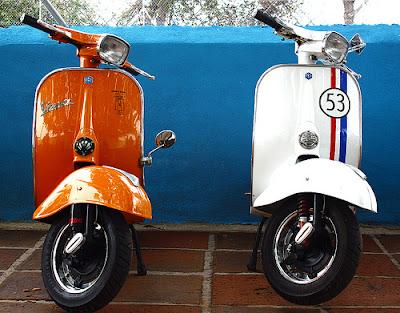 Retro scooter garage vespa primavera cogiendo ideas for Garage scooter 95