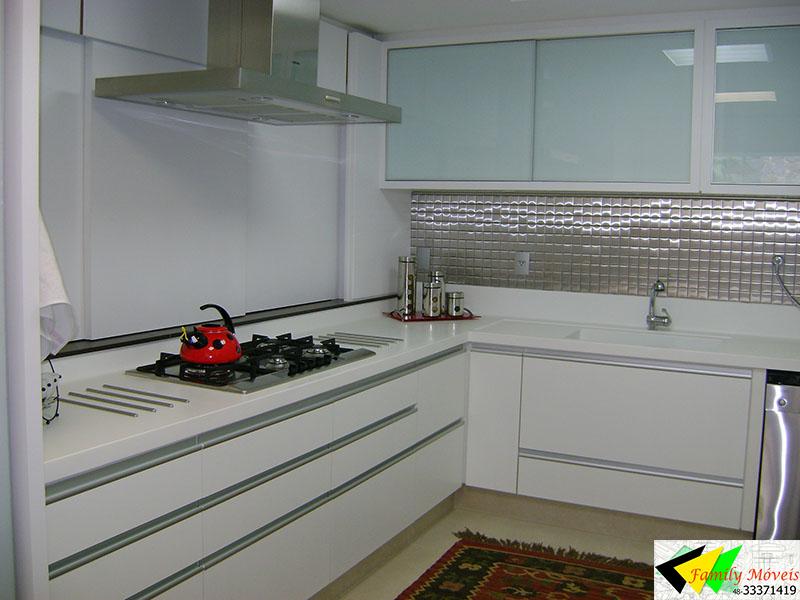 FAMILY MÓVEIS Essa ideia de cozinha branca com pastilha de inox, apesar de p # Cozinha Pequena Inox Ou Branco