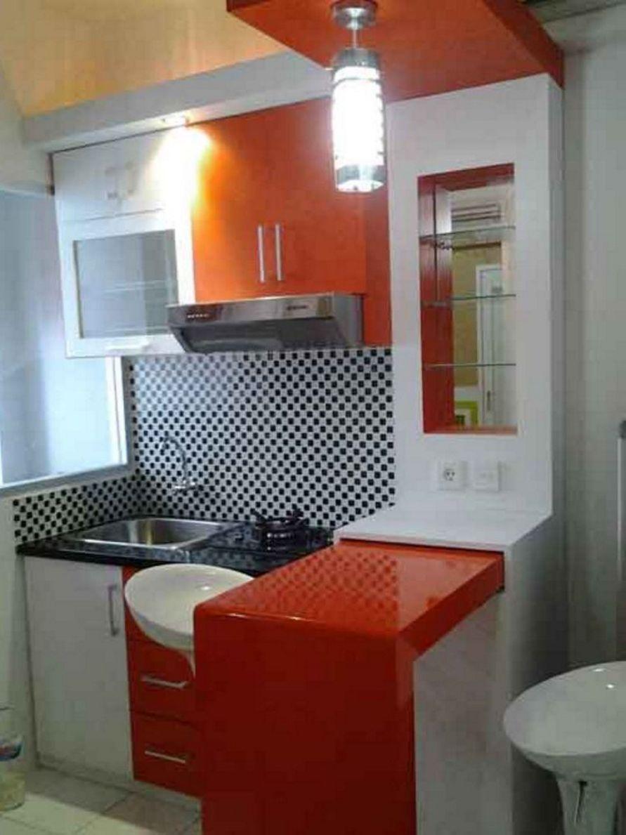 penataan interior desain dapur mini dan meja bar terlihat rapi