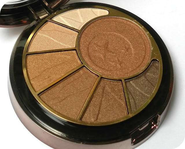 A picture of Sunkissed Bronzing Radiance Compact