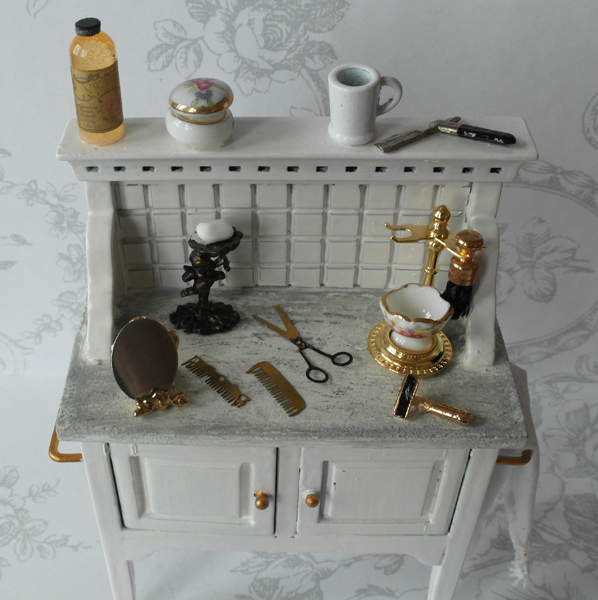 All about dollhouses and miniatures: De badkamer van het poppenhuis is ...