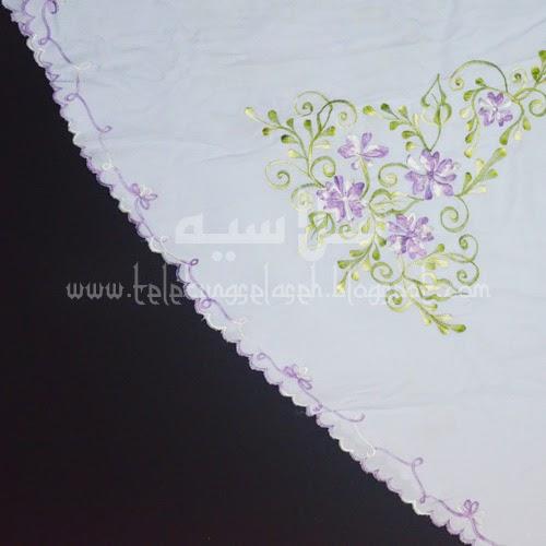 Telekung Vietnam bunga ungu pastel / daun hijau-kuning sulam sisi