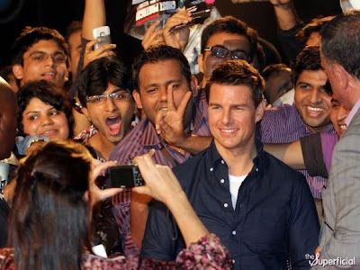 actor tom cruise pagó para que lo aplaudan