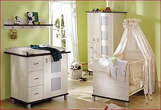 habitación bebé en verde y blanco