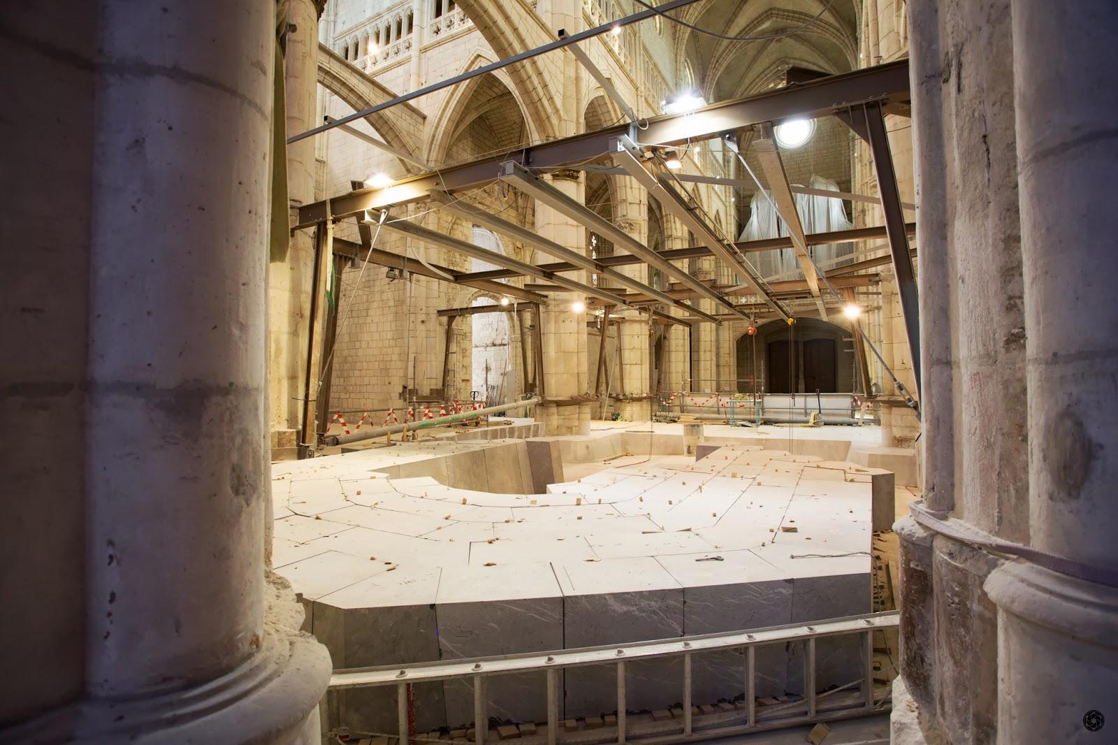 Perspectiva de la zona del altar y detalle del progreso de la bóveda :: Canon EOS 5D MkIII | ISO1600 | Canon 17-40 @17mm | f/5.0 | 1/25s