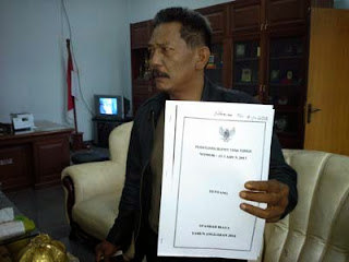 Komisi III DPRD Tana Toraja menyangkal jika disebutkan sebagai penyebab lambannya pembahasan Rancangan APBD Tana Toraja 2013. Komisi yang membidangi Keuangan dan Pembangunan inipun balik menuding justru Pemkab menjadi penyebabnya.