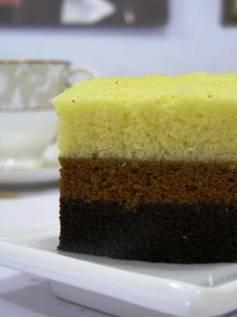hmmm mau cake coklat tapi kangen cake mocca ya sudah dibuat saja semua