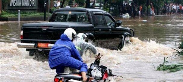 Tips melewati genangan banjir, Agung Car