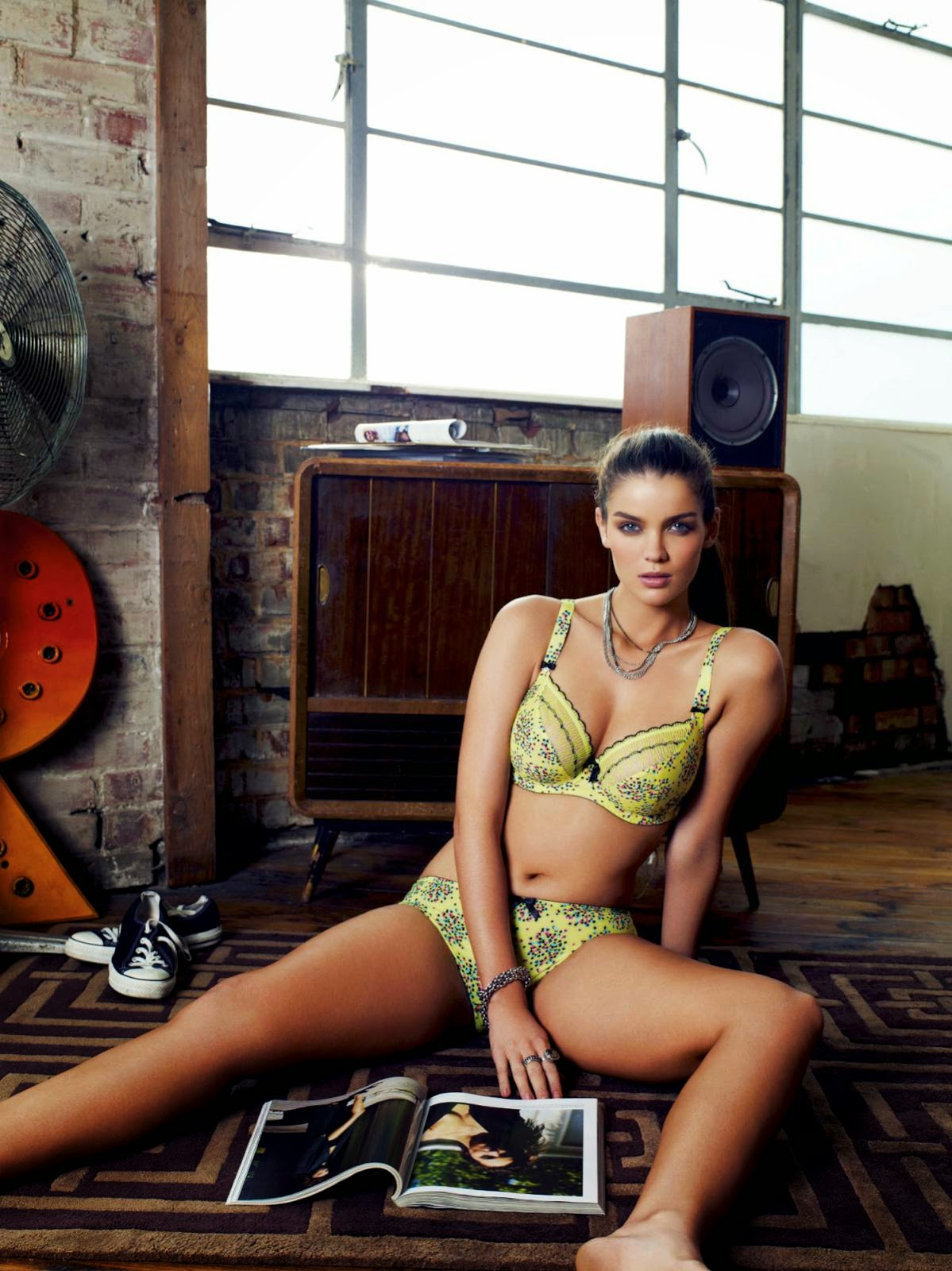 Natasha Barnard - Hot HQ Bikini Wallpapers