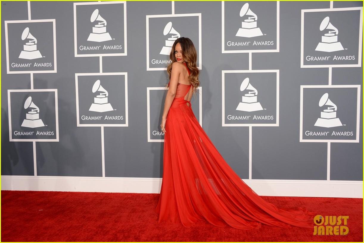 http://2.bp.blogspot.com/-cAL8WVXiU1A/URj_TfKhjGI/AAAAAAAAJVA/12mAnU_1k_Y/s1600/rihanna-grammys-2013-red-carpet-03.jpg