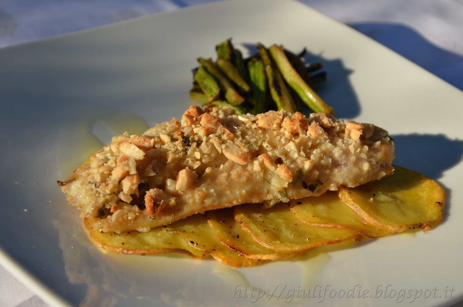 Giuli foodie le mie ricette in cucina filetti di gallinella in crosta di mandorle con patate - Filetto di orata al forno su letto di patate ...