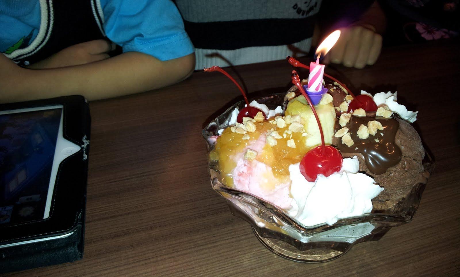 Solojogger Isaac Birthday Makan At Nex Swensen
