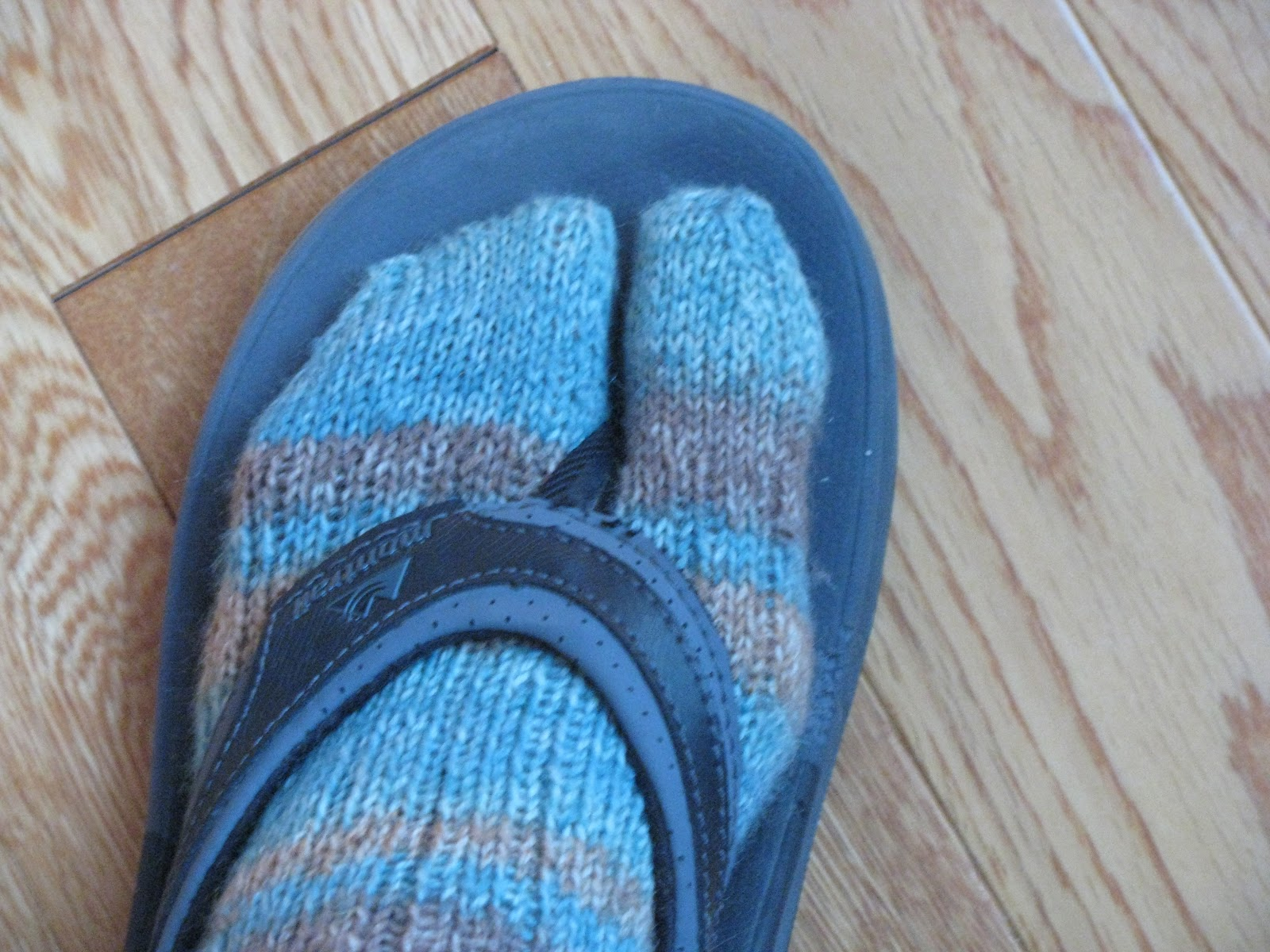 Knitting Pattern For Sandal Socks : Chris Knits in Niagara: Winter Flip Flop Socks