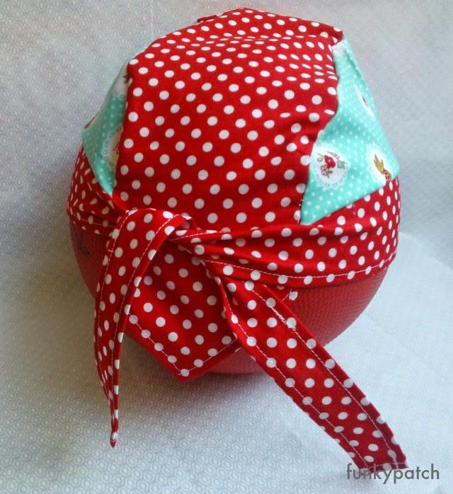 bandana handmade para niños con estampado de caperucita roja