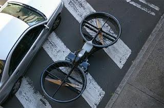 http://gubuk-fakta.blogspot.com/2013/12/hoverbike-motor-terbang-bukan-lagi.html