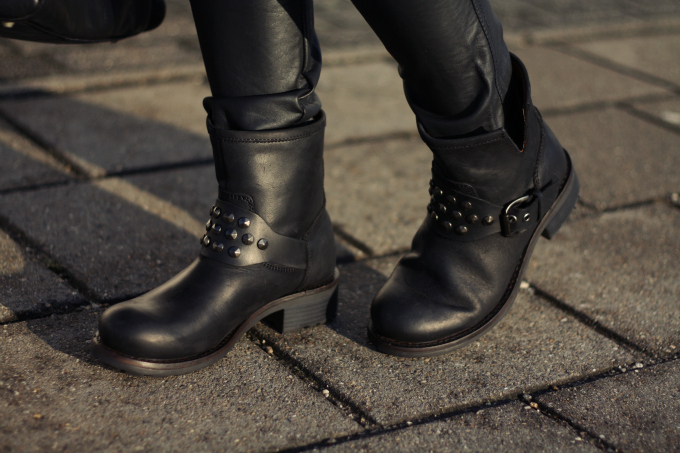 Studded+black+motorcycle+boots%252BMotor