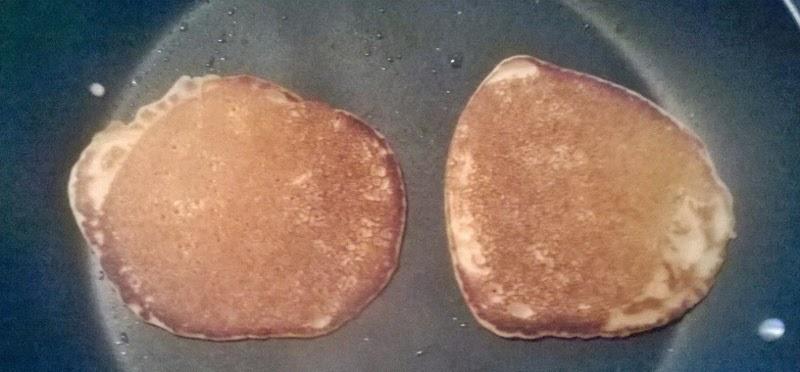 http://www.petitesastucesentrefilles.com/2014/12/pancakes-vegan-goutes-et-approuves.html