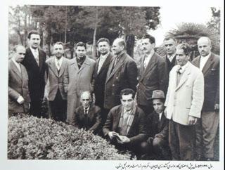 سال1340 اعضای کادر اداری باغ کشاورزی لاهیجان_این عکس را جناب ساسان گل بستانی با نوشته ای درمورد باغ