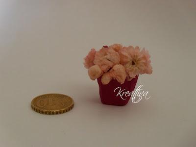 vaso con fiori in miniatura