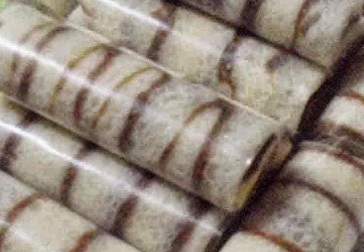 dadar gulung dengan isi vla cokelat