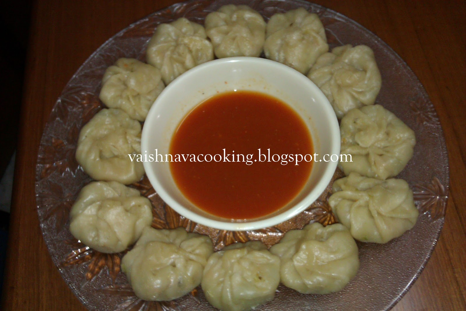 VEGETARIAN MOMOS WITH RED CHILLI CHUTNEY